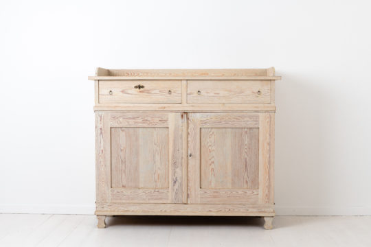 Gustavian and empire sideboard from northern Sweden. The sideboard is from the transition time between the gustavian and empire periods around the year 1830