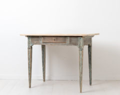 Swedish gustavian and neoclassical desk from the late 18th century, around 1790. The desk is from northern Sweden and work well as both a desk and wall table