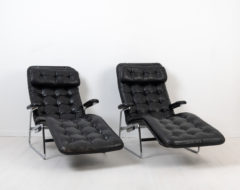 Fenix lounge chairs for DUX by Sam Larsson (Sweden, 1910-1998). The chairs are a pair and made during the second half of the 20th century