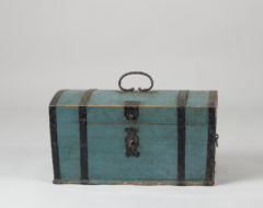 Mid 1800s blue box from northern Sweden in untouched genuine condition. The box has the stunning bright blue original pain