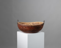 Painted red wood bowl in untouched original condition. The round bowl is from Northern Sweden and made with unusual hand wrought handles