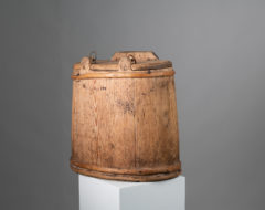 Folk art rucksack in wood from Northern Sweden made around the mid 1800s. The rucksack is pine and never painted. Marked with a branded monogram.