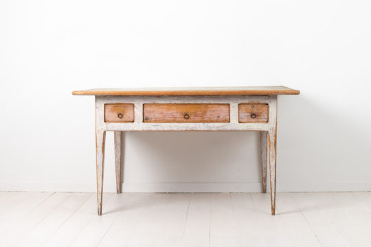 Gustavian provincial country table from northern Sweden. Made during the first few years of the 19th century, between 1800 and 1810
