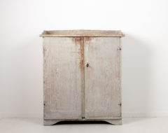 Provincial gustavian country sideboard from the late 18th century, around 1780 to 1790. The sideboard is from Northern Sweden and gustavian