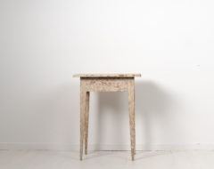 Gustavian side table from Swedenmade around 1790. The table is Swedish pine with a rectangular table top and straight tapered legs