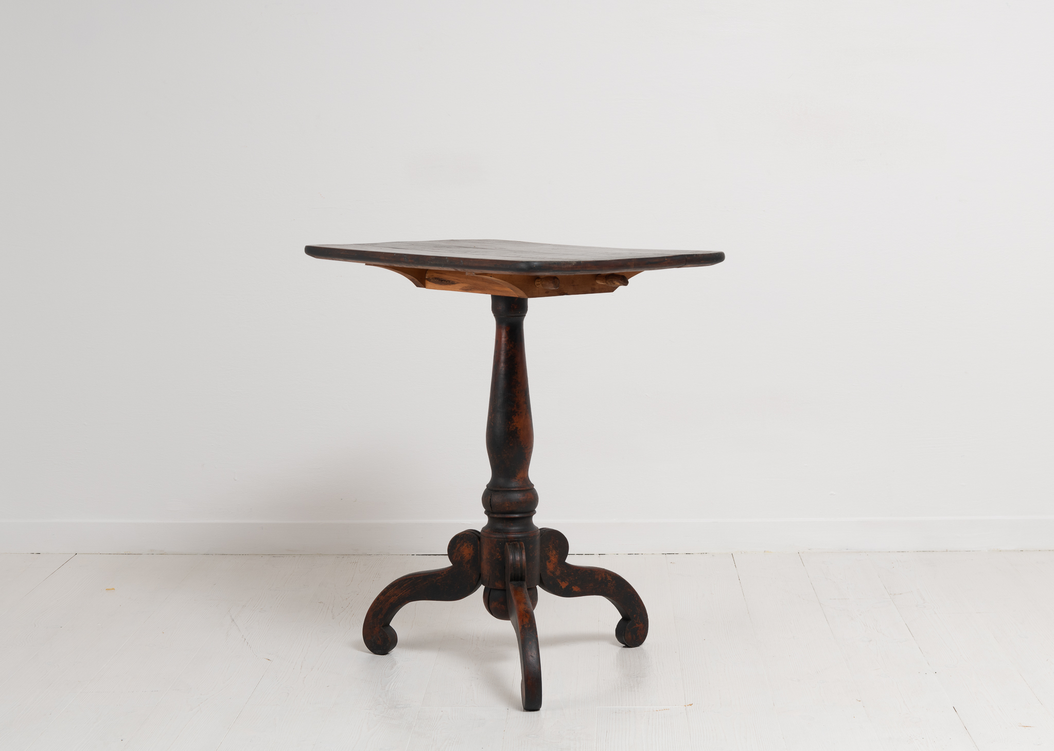 Smaller black tilt-top table with a rectangular table top. The table is from Sweden around 1850 and has a healthy and solid frame. The table is also stable.