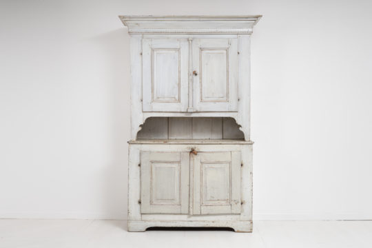 Rare gustavian country cabinet from Northern Sweden made during the early 1800, around 1810 to 1820. Painted pine in two parts